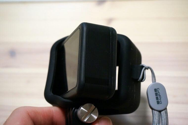 GoPro HERO8用スリーブ+ランヤードをずらしたところ