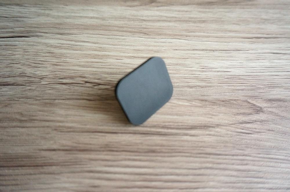 ユニバーサルデバイスホルダーの粘着パッド貼付け面