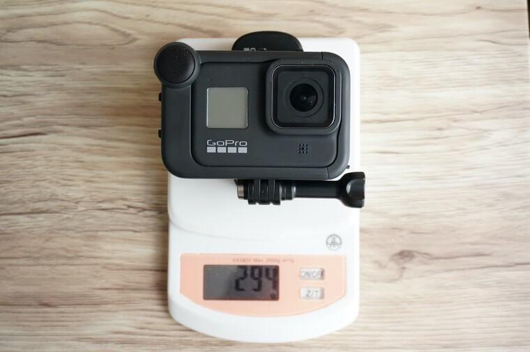 GoProマグネット付きスイベルクリップをメディアモジュールを付けたHERO8と組み合わせ重さ