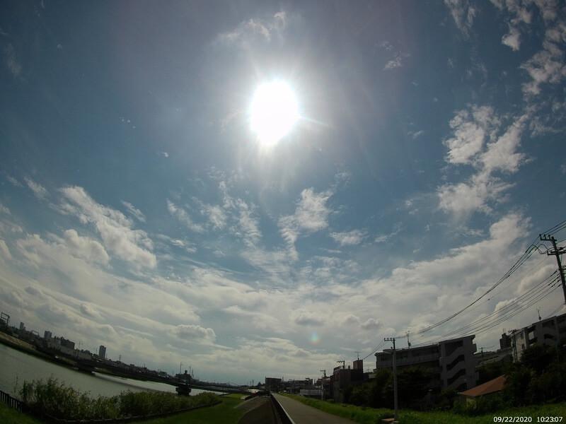 AKASO Brave7 LEで撮影した川沿いの風景写真