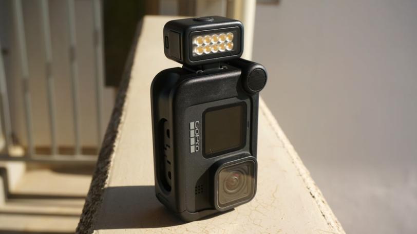 HERO9 Black用メディアモジュラーにライトモジュラーを取り付けて縦撮り