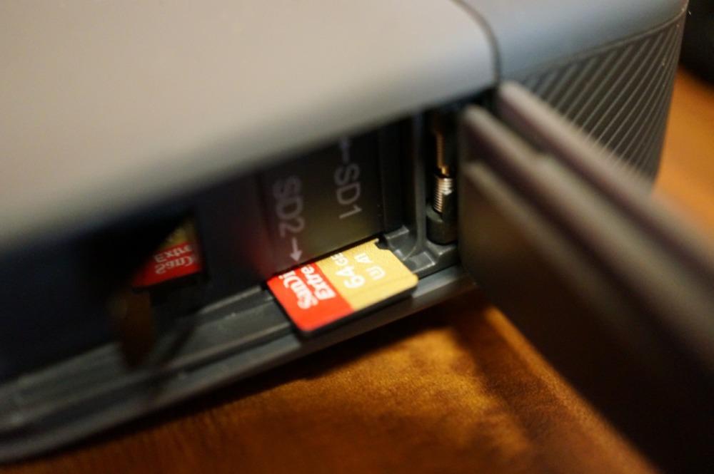 ゴープロフュージョンにマイクロSDカードを挿入