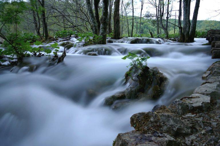 滑らかな川の流れ
