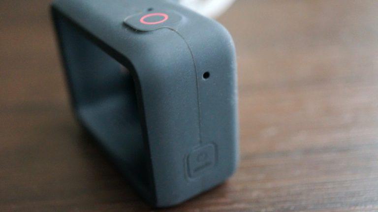 GoProスリーブの右側のマイク穴