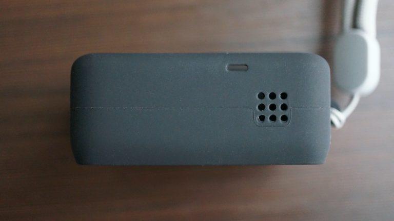 GoProスリーブ下部のマイク穴とスピーカー部分の穴