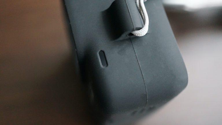 GoProスリーブの左側のマイク穴
