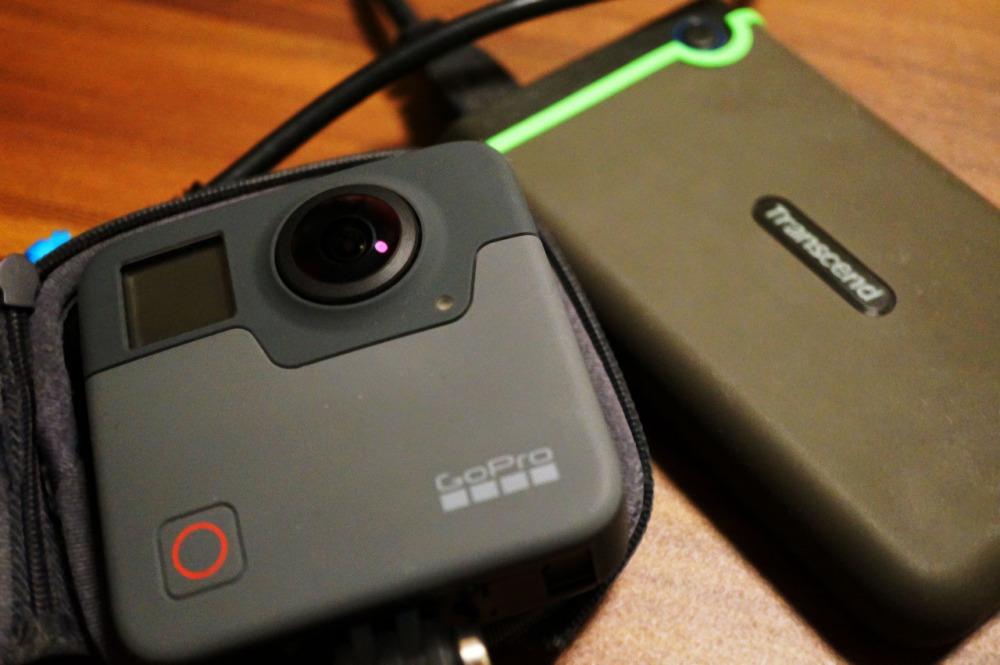 GoPro FusionとポータブルHDD