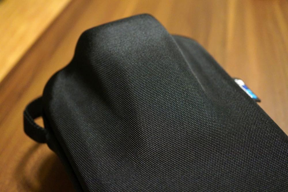 Karma Gripケース蓋側のスタビライザー部分を外側から