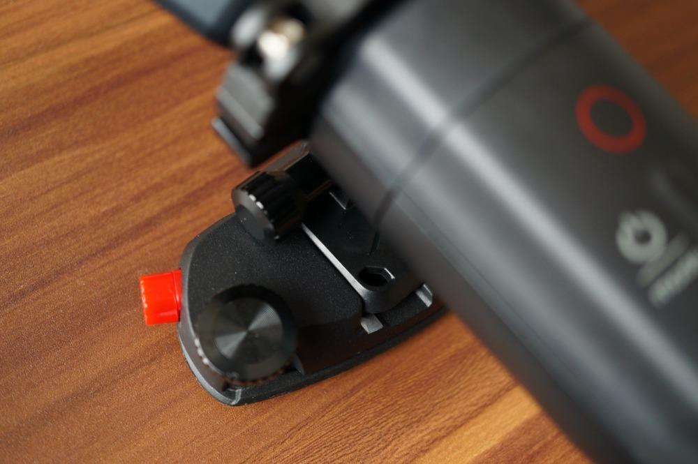Karma Gripのマウンティングリングにクイックリリースプレートを装着して本体に装着