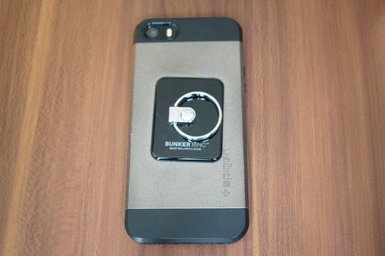 iPhoneSEへのバンカーリングの貼り付け位置