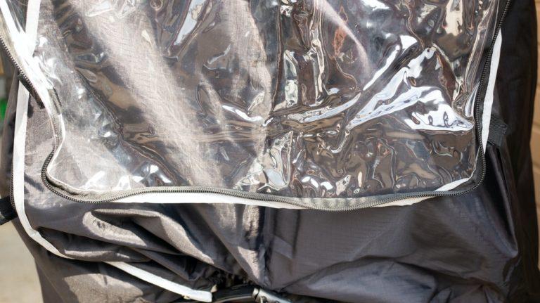 後ろ側で前カバーを固定