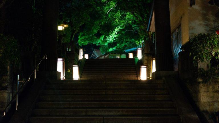 階段の江ノ島燈籠