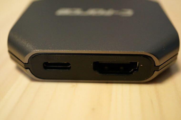 本体上側のUSB-CとHDMIポート