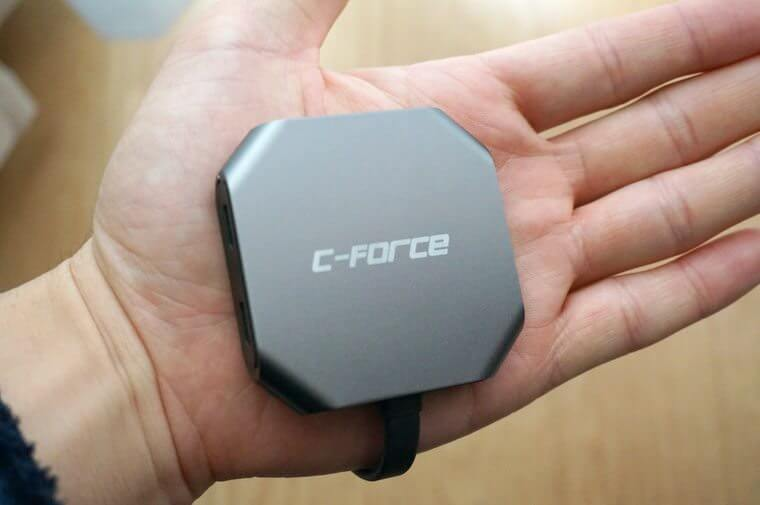 C-Force CF001本体を手に持ったところ