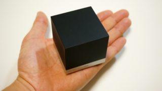 Magic Cubeを手に乗せたところ