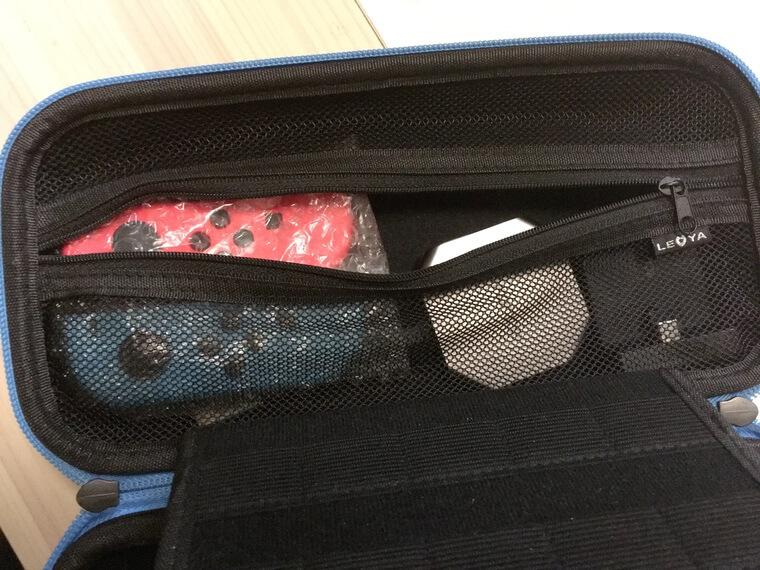 エアシートで包んだジョイコンを持ち運び用ケースに入れたところ