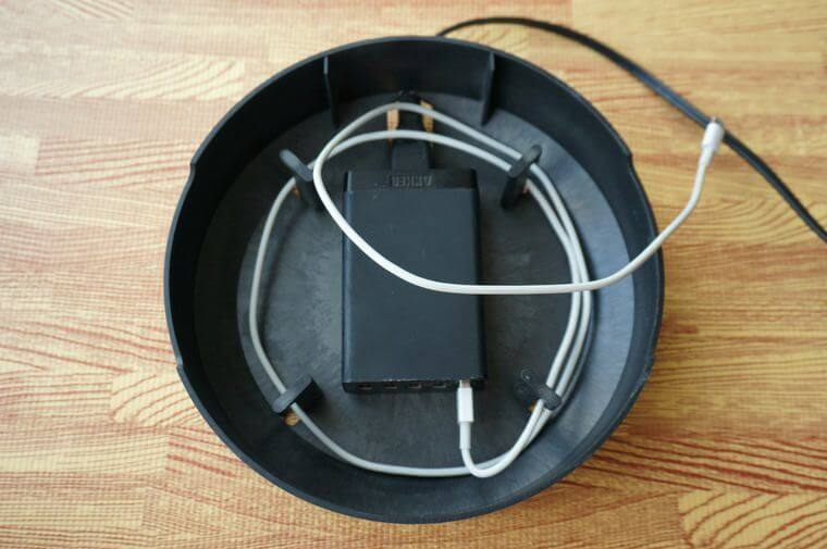 NuAns COLONYマルチ充電トレイでコードの長さを調節