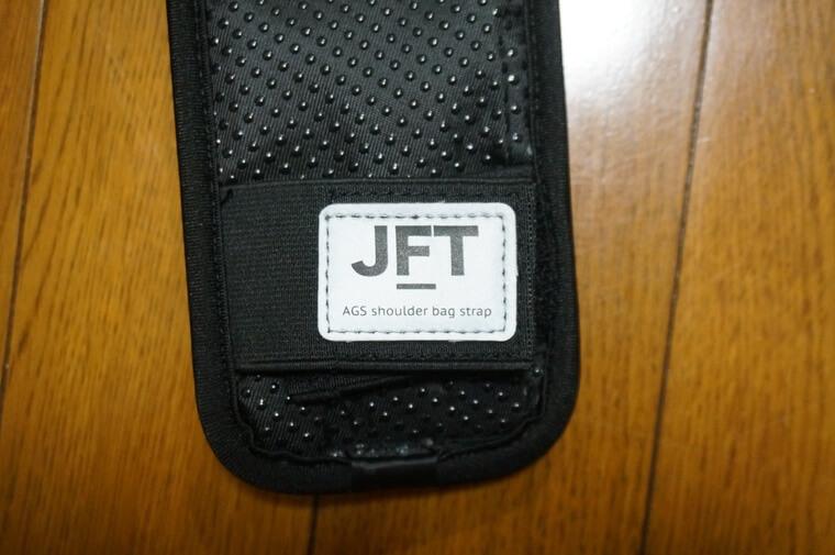 JFT反重力肩パッドのロゴ部分は反射素材が使われている