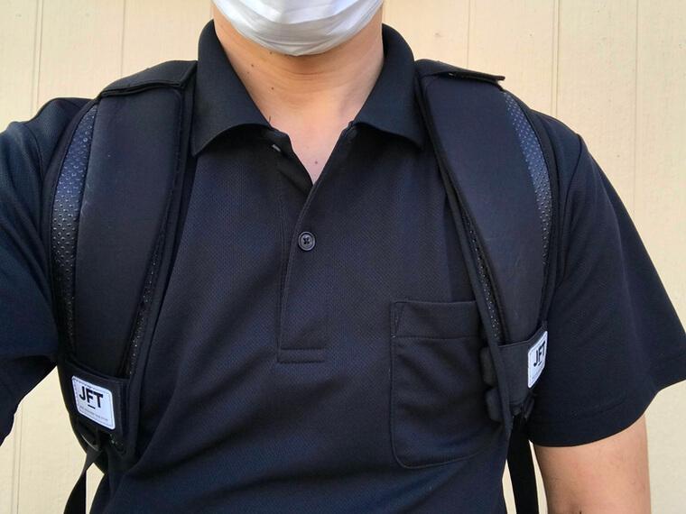 JFT反重力肩パッドを装着したリュックを背負ったところ