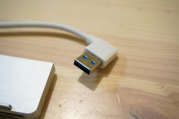 AnikksのiMac用USBハブ後面のUSBケーブル