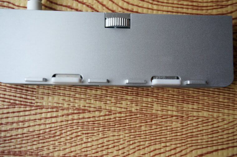 AnikksのiMac用USBハブの万力を揃えたところ