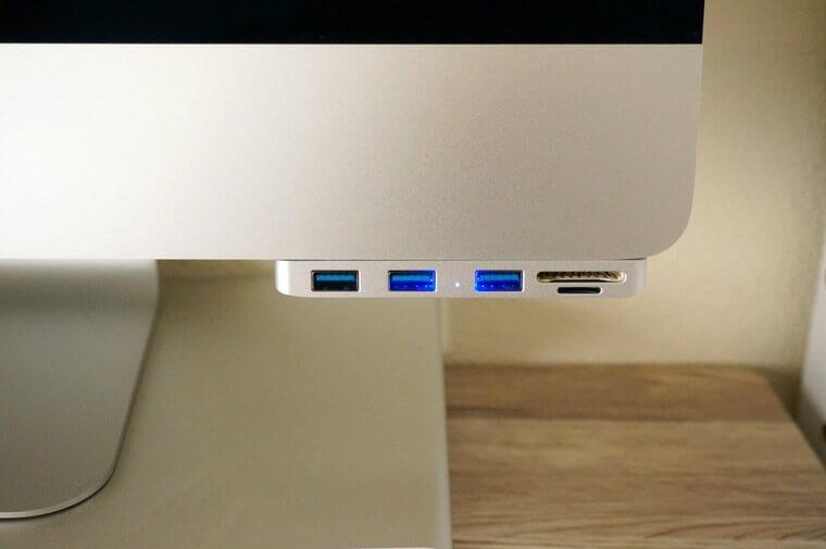 AnikksのiMac用USBハブをiMacに取り付けたところ
