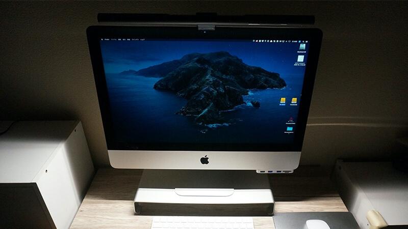 BenQ ScreenBar PlusをiMacで使っているところ